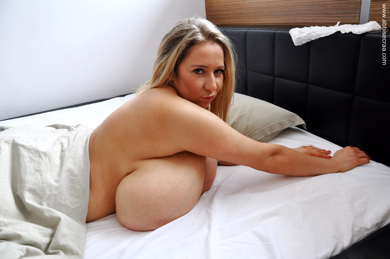 Abbi Secraa Lazy Morning - Curvy Erotic