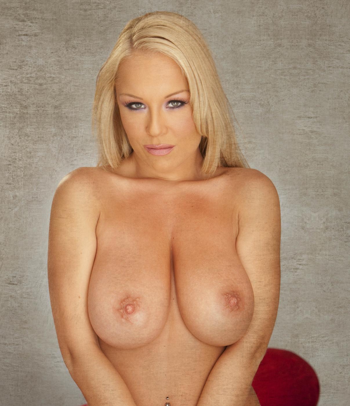 Akissa Bigens Bare Maidens   Curvy Erotic