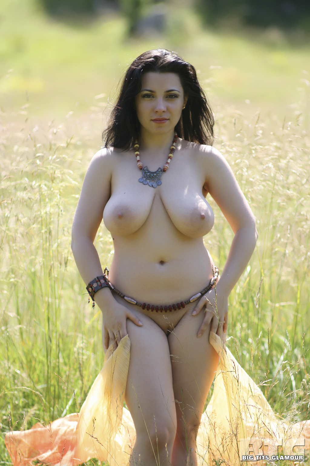 Glamour natural tits galleries