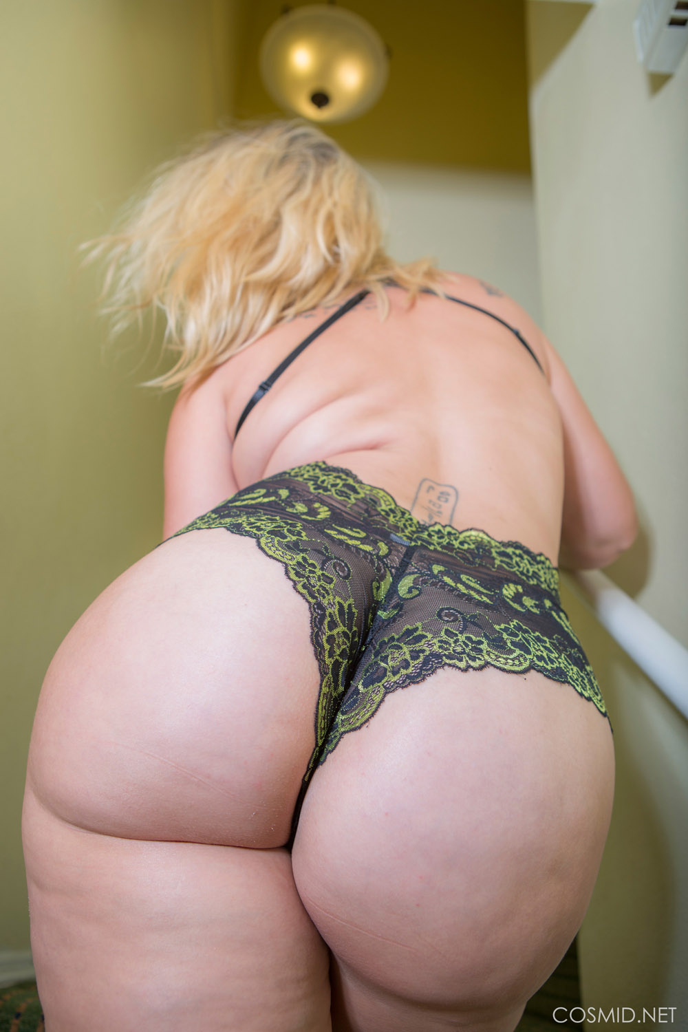 Big booty milf in the kitchen 7