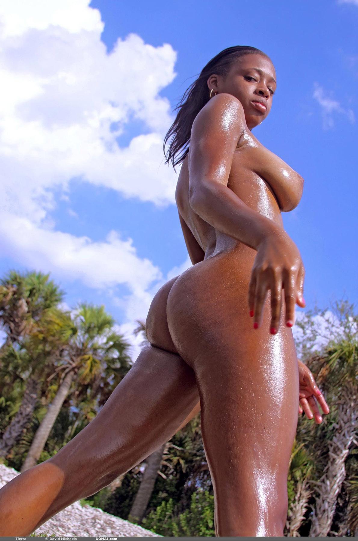 Секс на пляже с мулатками 10 фотография
