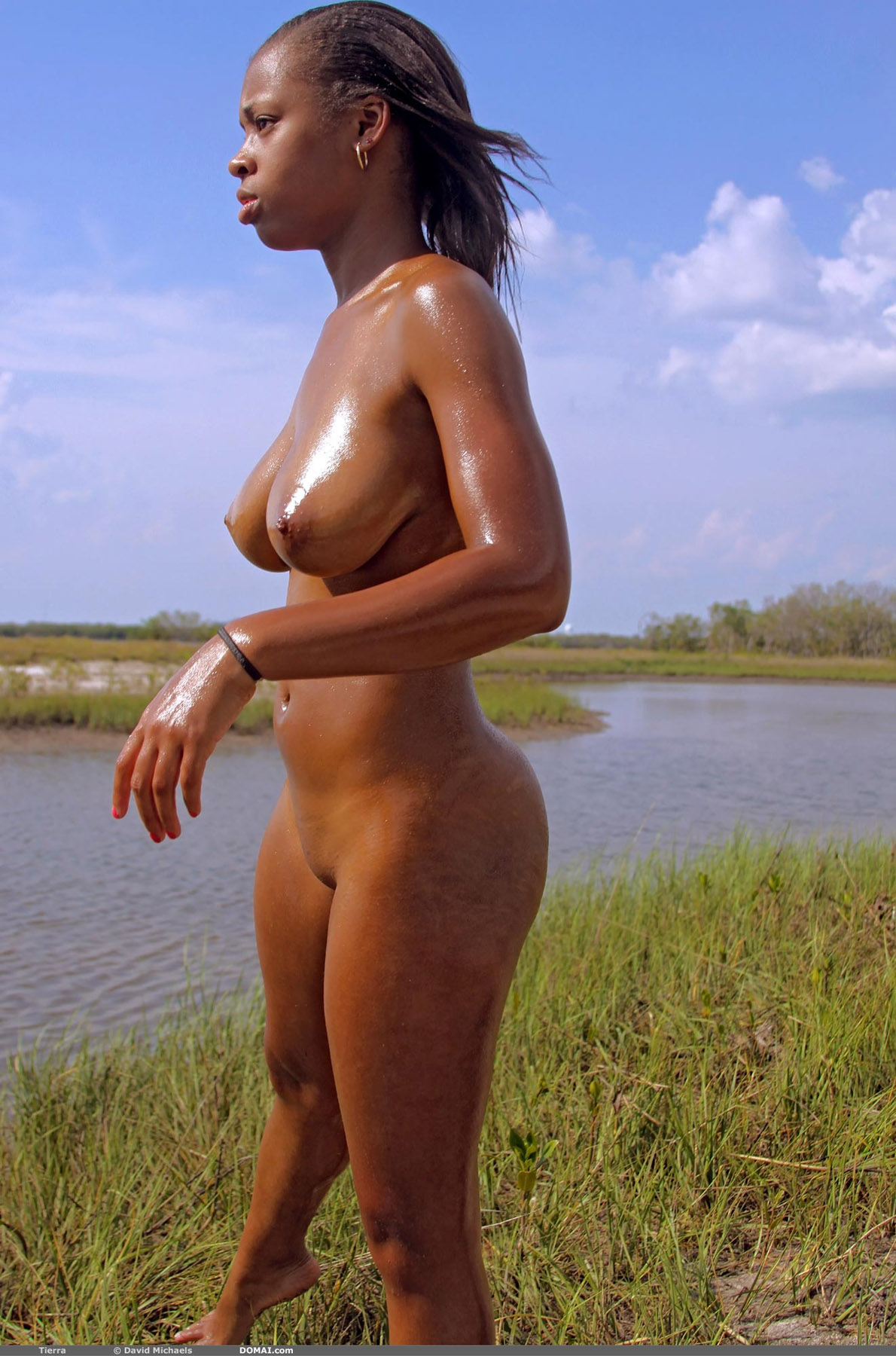 Голые негритянки на пляже 10 фотография