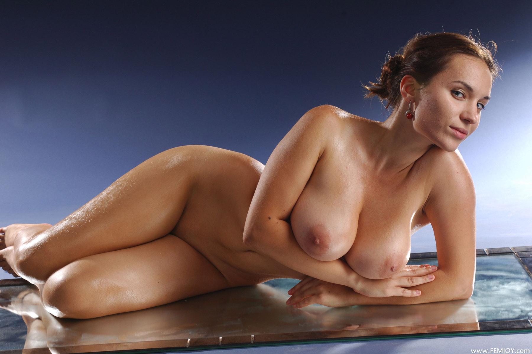 Женщины почти голые, трется членом о попку порно домашнее