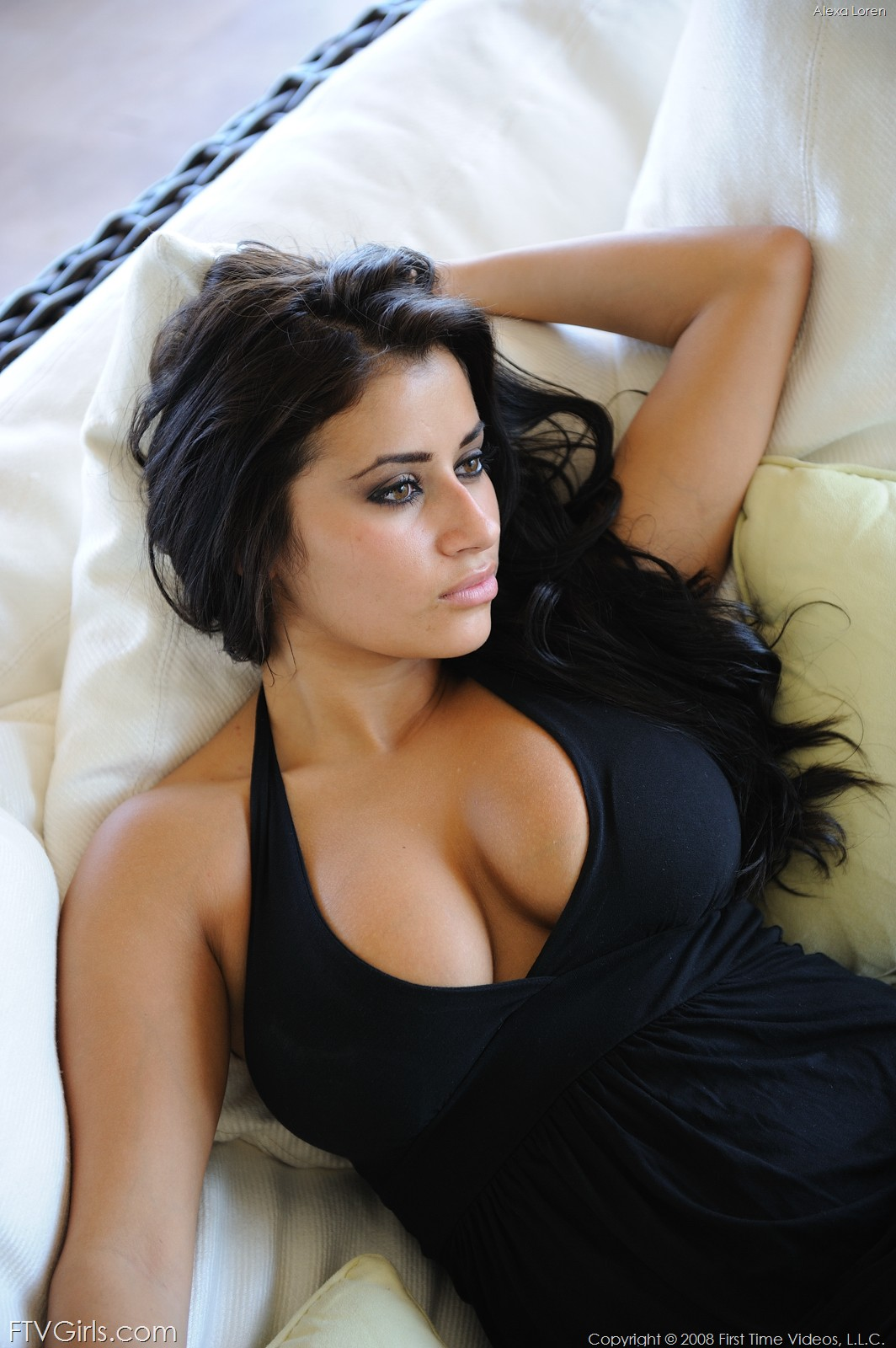 Латино-американка показывает большую грудь  456606