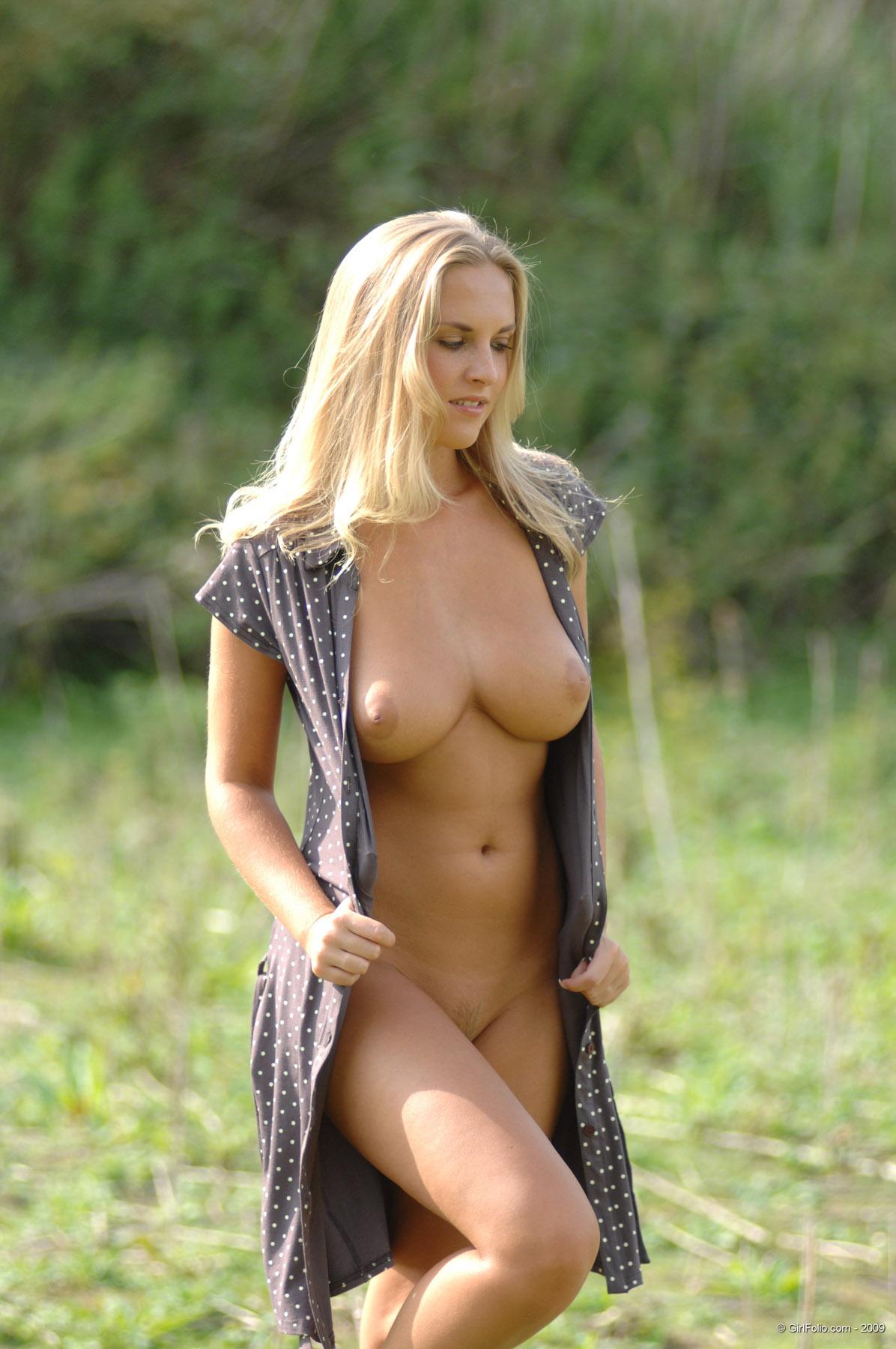 Chikita Nature Walk Girlfolio | Curvy Erotic