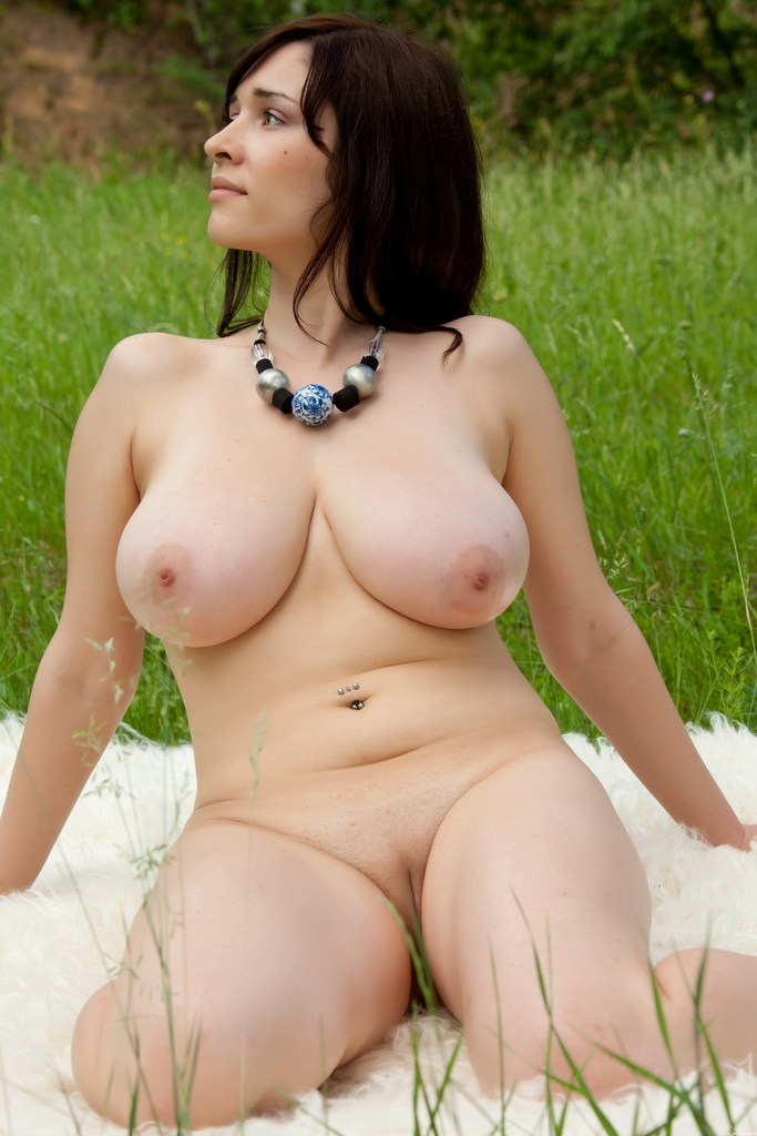 Curvy mature women porn pic