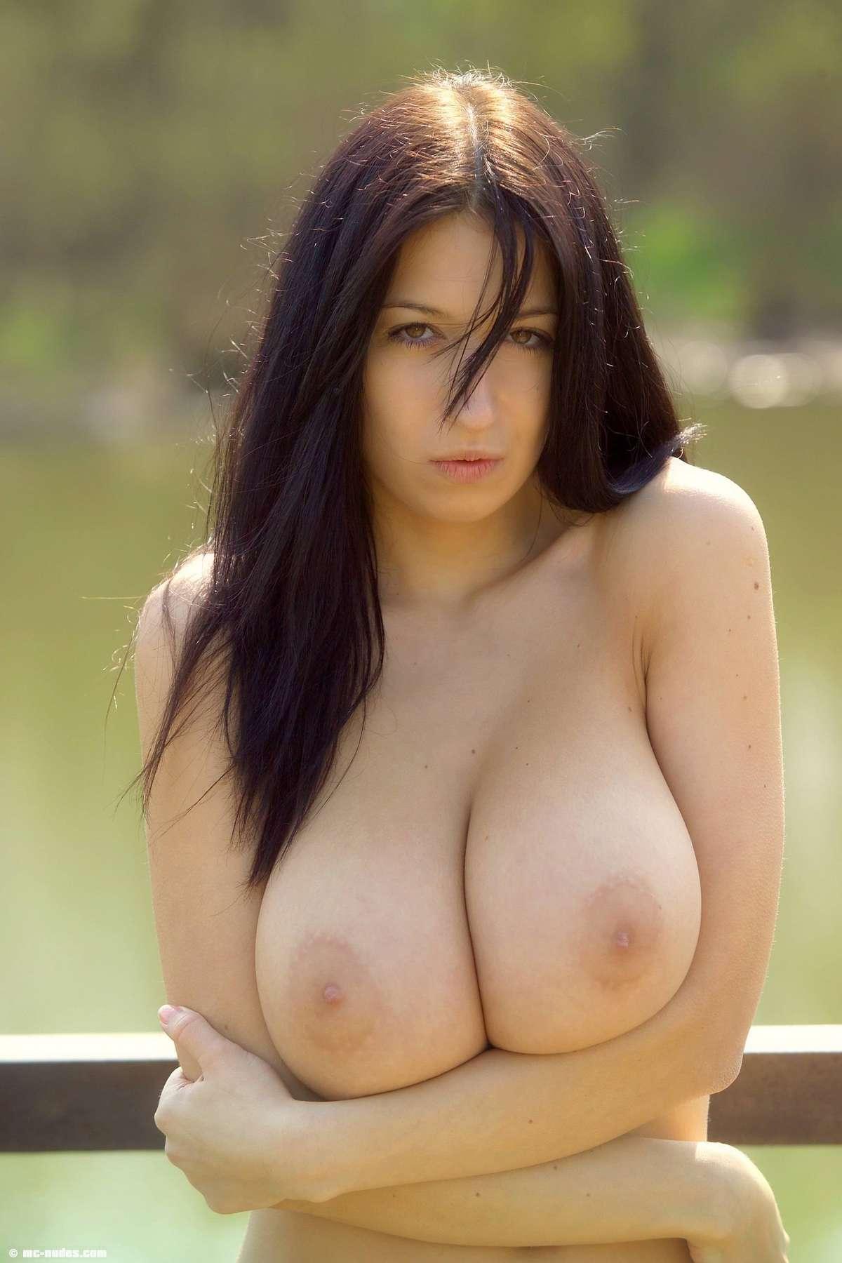 jana-defi-big-boobs