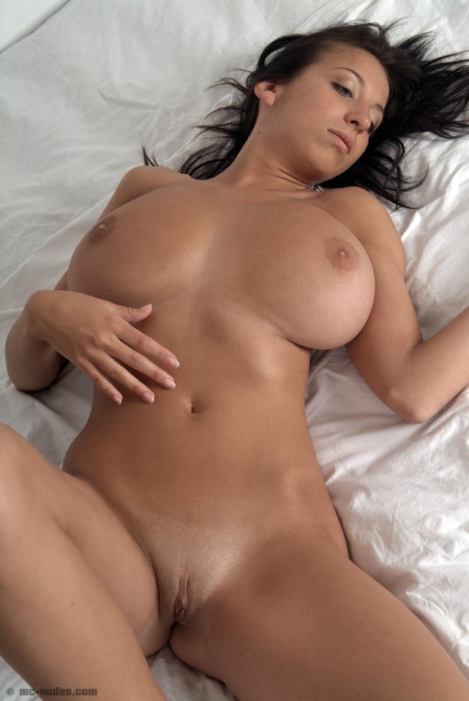 Voluptuous Erotic Nudes 85