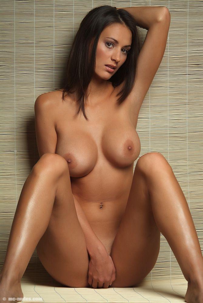 самые большие голые сиски фото
