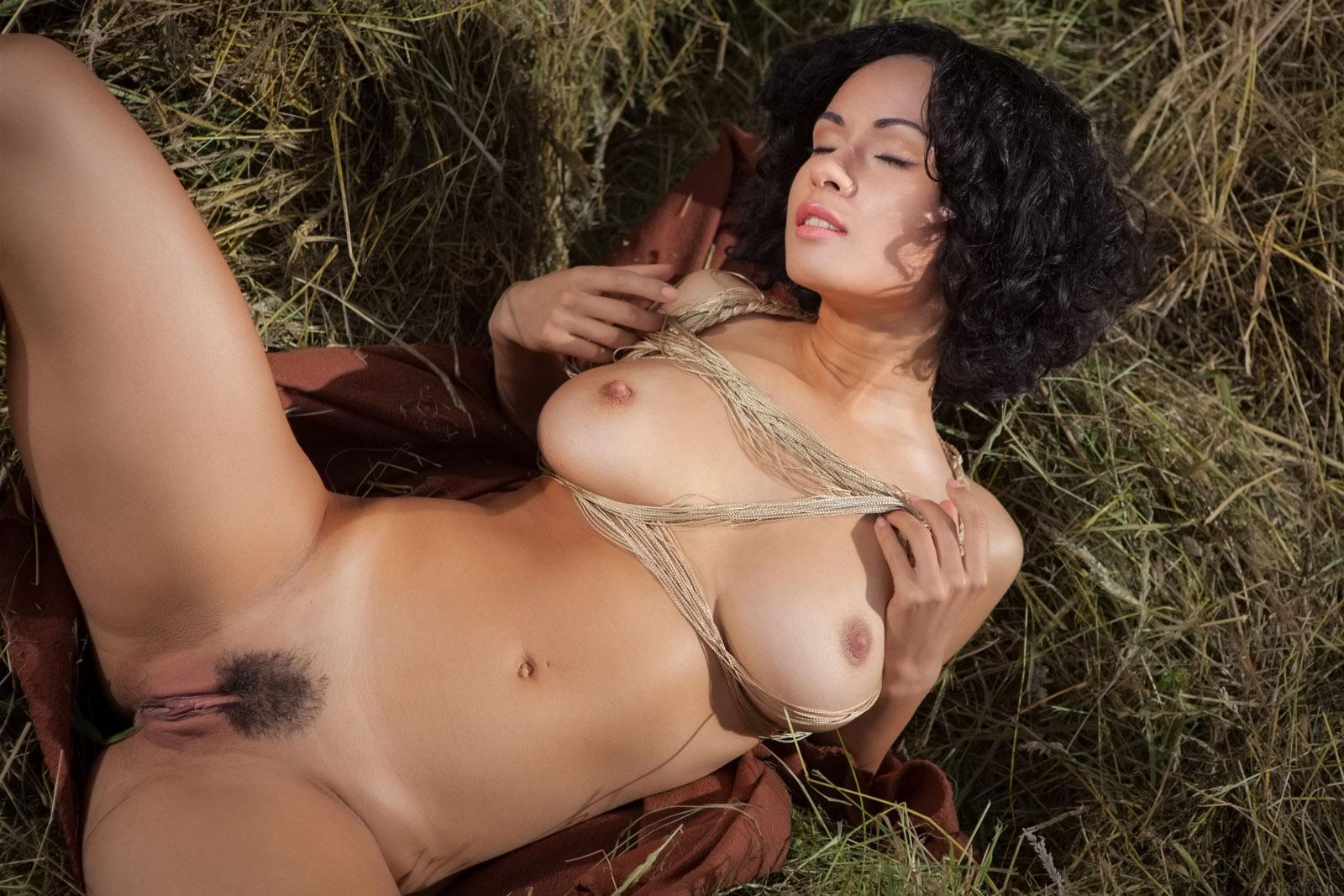 Порно волосатой на сене