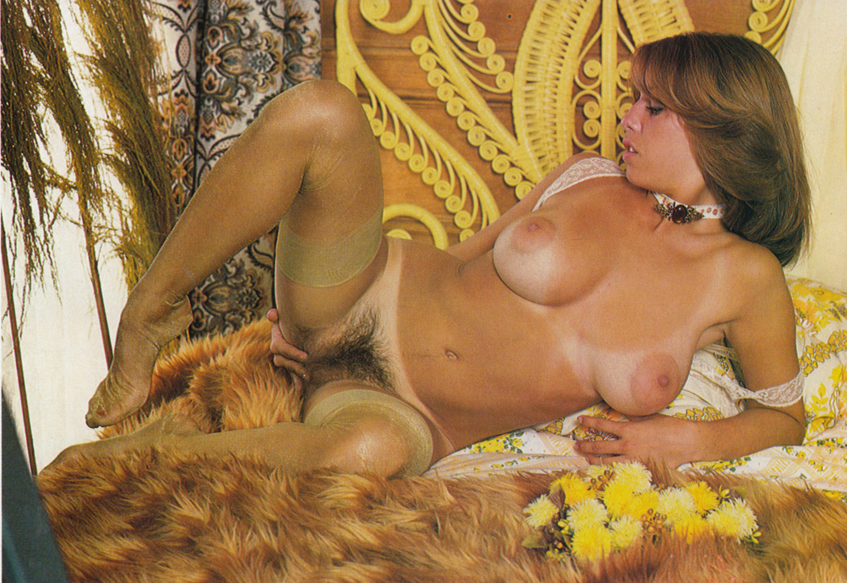 Diane lane shows nude boobs and hairy pussy in famous picture scene