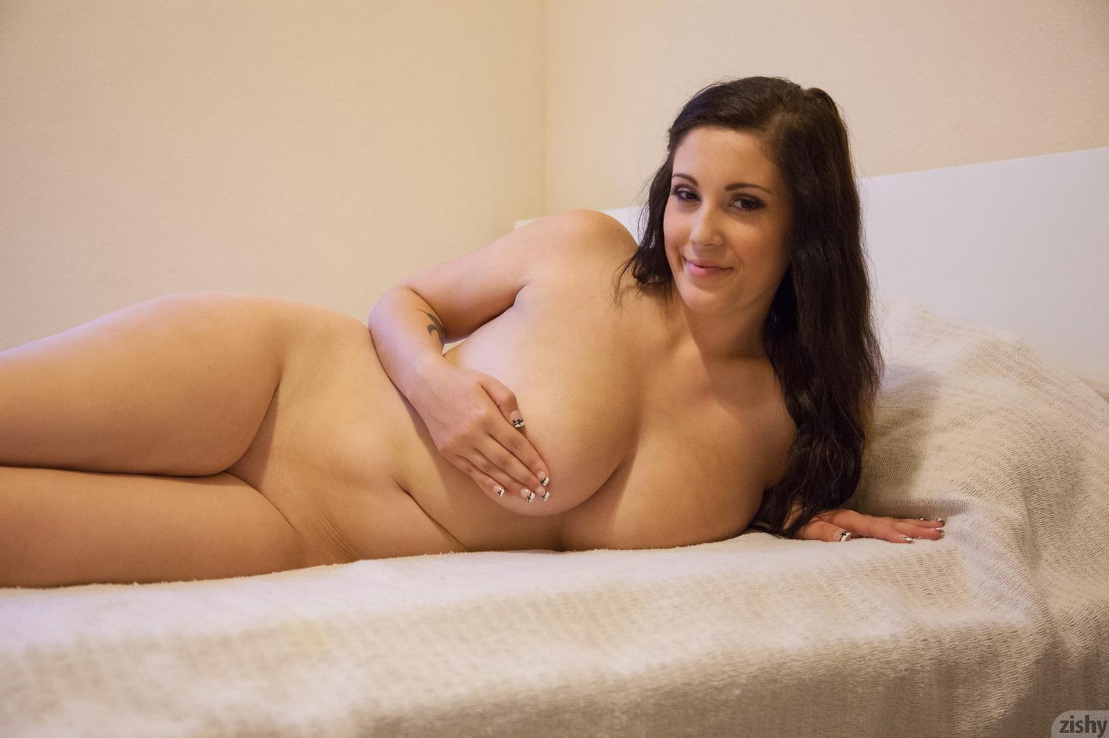 Эротика женщин плотного телосложения, смотреть телочку напоили и раздели