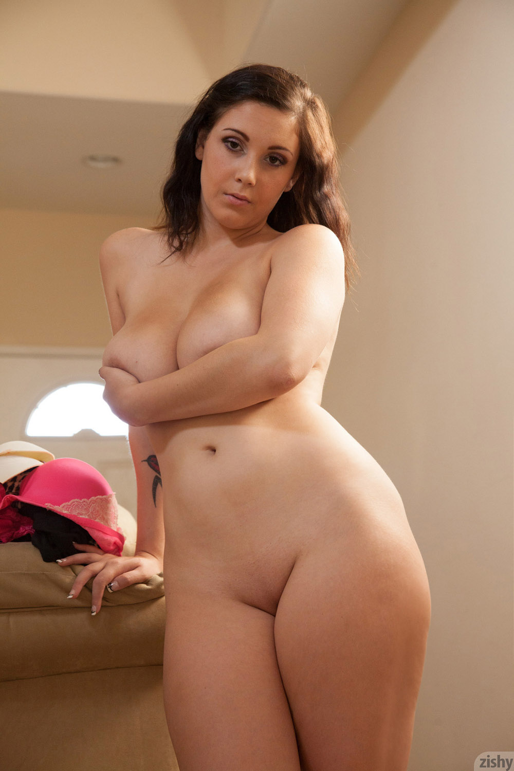 naked-sexy-white-thick-brunette