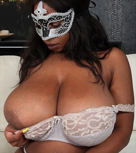 Kylie Nude Model