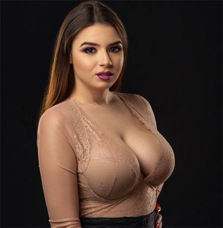 Nathaniela Nude Model