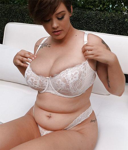 Samantha Nude Model