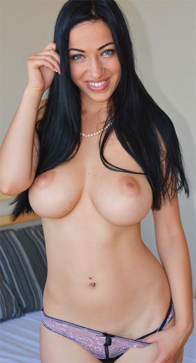 Adriana Caro Cosmid Newcomer