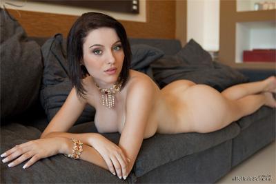 Ana Karoline Bella Club