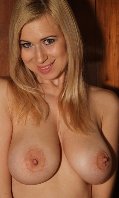 Anastasia Devine Pure Curves for Goddess Nudes