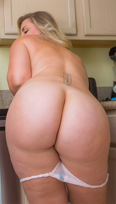 Carrie Booty In The Kitchen