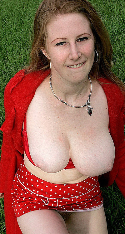 Chloe Nude Redhead In The Park Girls Out West