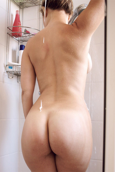 Cindy Bath and Shower for Petites Parisiennes