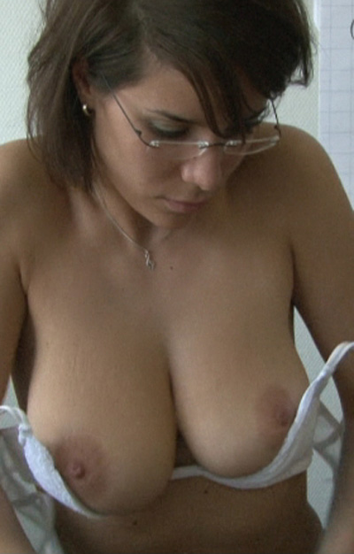 Teen girl nude shower