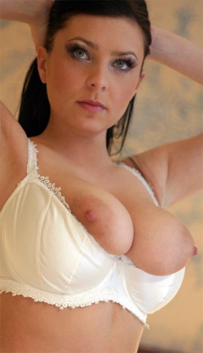 Ewa Sonnet Seductive Nipples In Bed