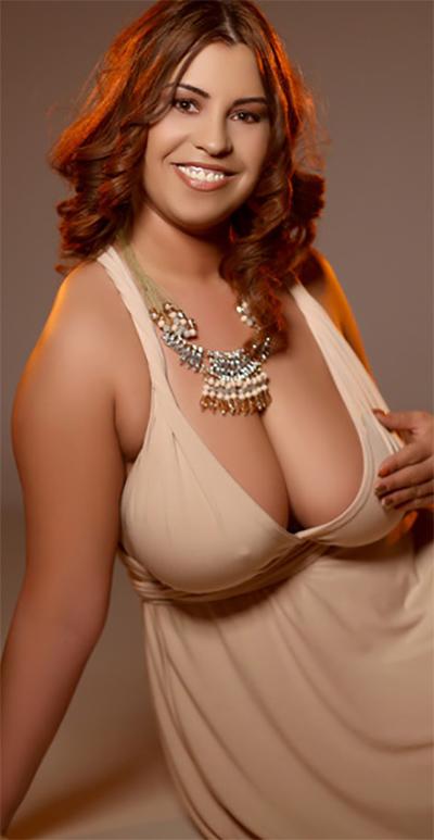 BustyGizelle Curvy Webcam Model