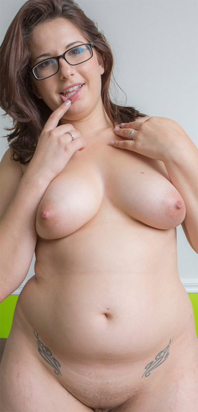 Ivana Bell Cute and Chubby Cosmid Newcomer