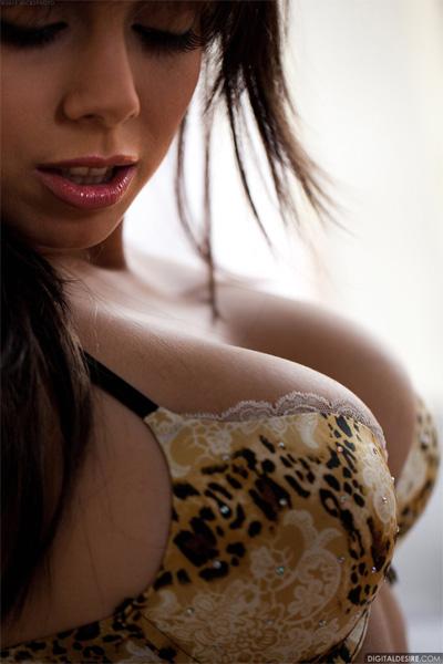 Julia Luba Cleavage Digital Desire