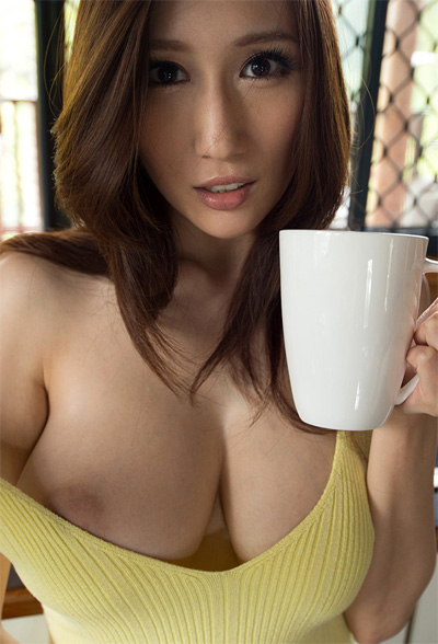 Julia Casual Coffee Break for Sex Asian 18