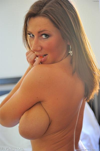 Nude hispanic girl selfies