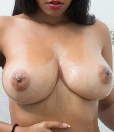 Kendra Roll Steamy Shower