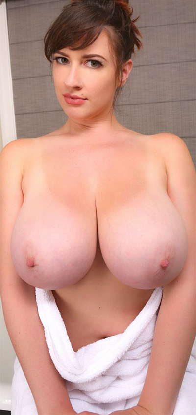 Lana Kendrick After Bath Curves