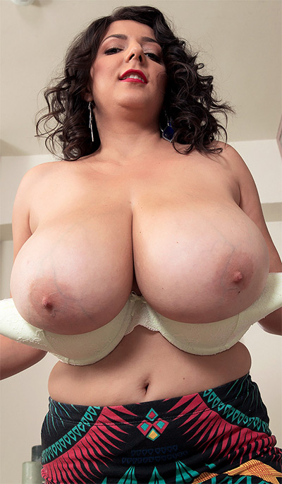 Lara Jones Big Boobs Scoreland