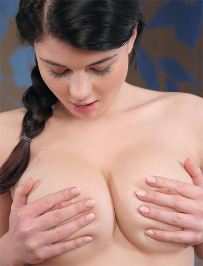 Lucy Li Sweet Fingers for Joymii