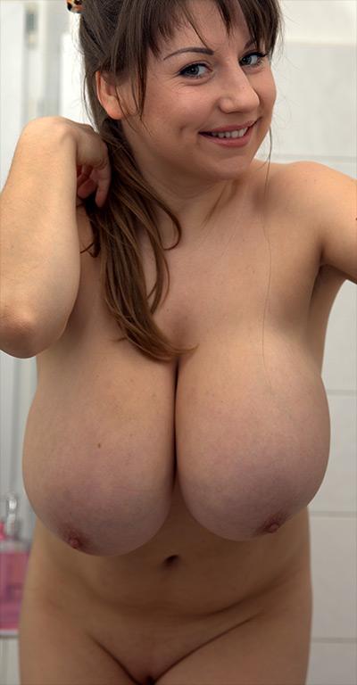 Samanta Lily Showers