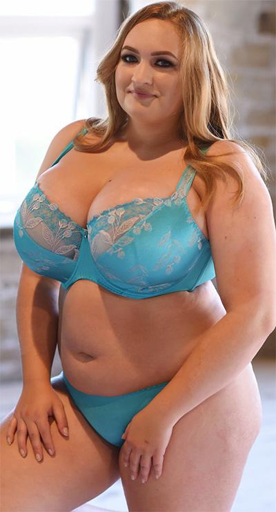Sara Willis Full Figured Nothing But Curves