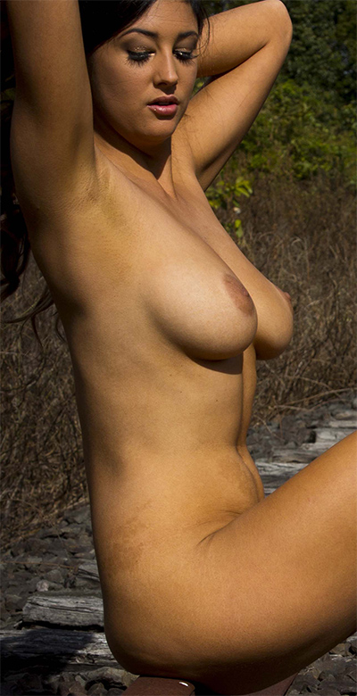 Scarlett Morgan Railway Nude Muse