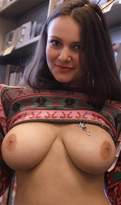 Shelley Fox Busty Holiday Girl for Zishy