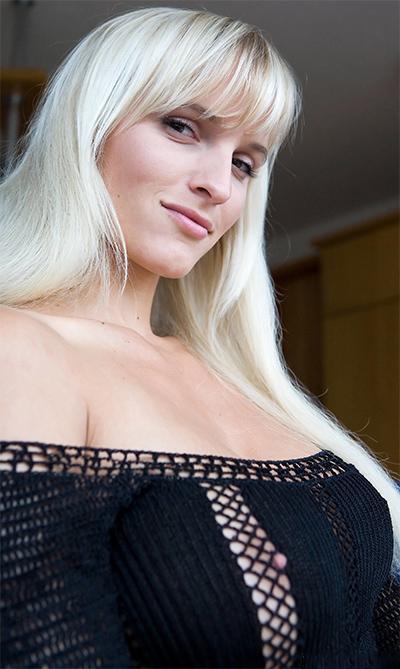 Simonia Blu Touch Erotic Nude Model Denudeart