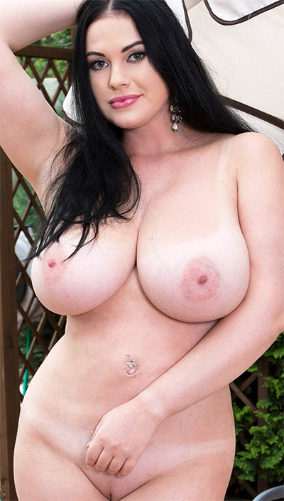 Tina Lee Too Busty For Her Bra Scoreland