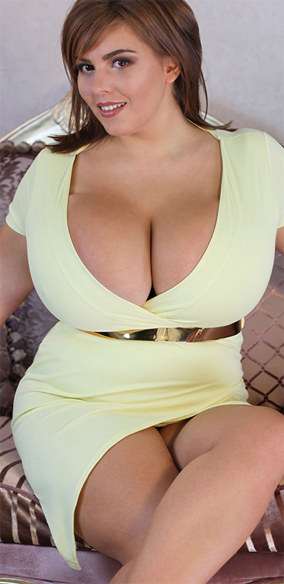 Xenia Wood Big Boobs Cleavage