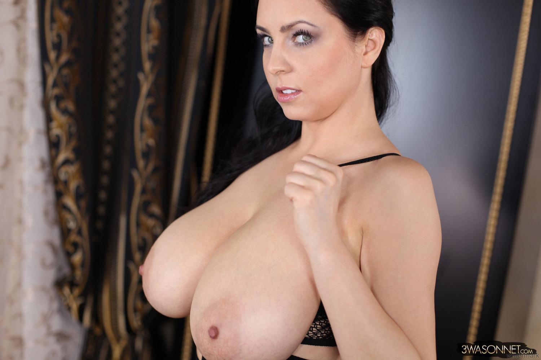 Ewa Sonnet Ready To Play Hard - Curvy Erotic
