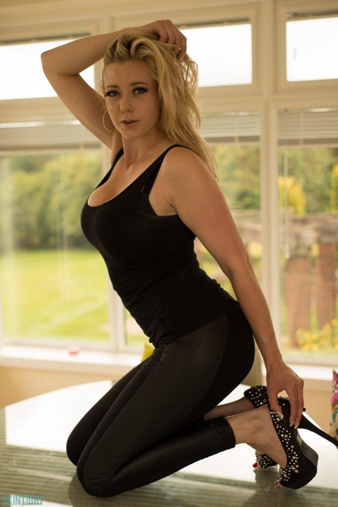 Sapphire Black Leggings and Curves