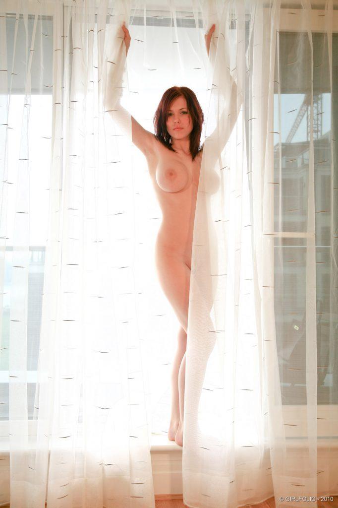Iga Wyrwal Nude Art Posing for Girlfolio