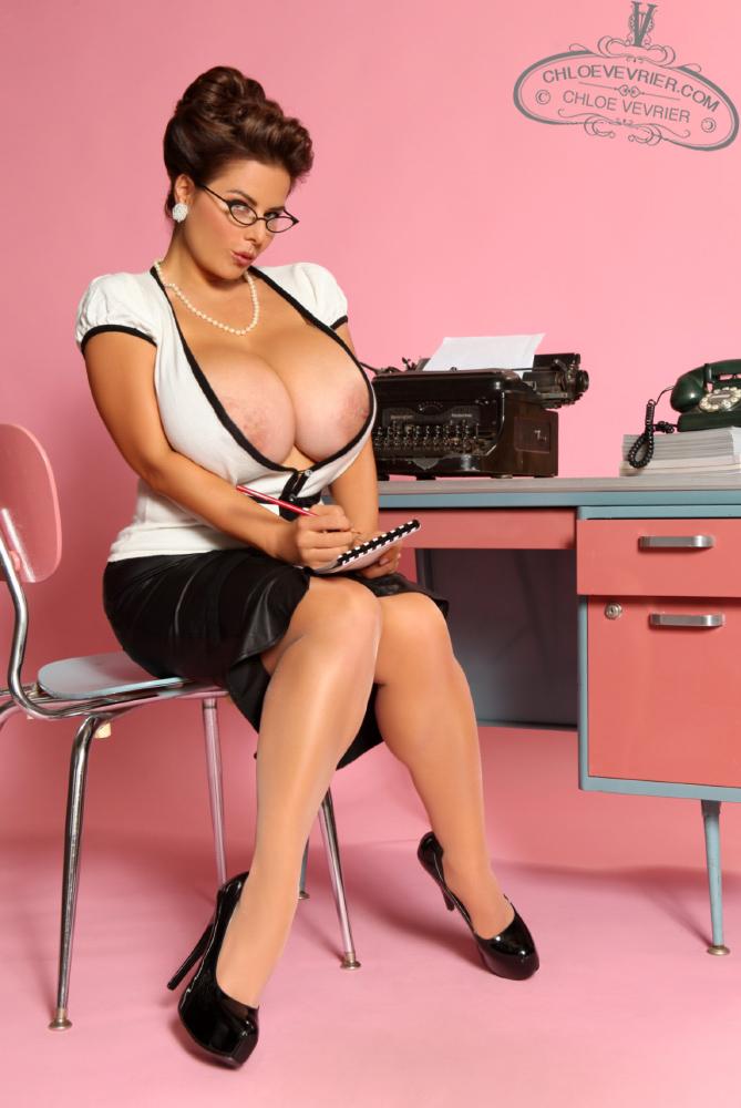 Chloe vevrier secretary