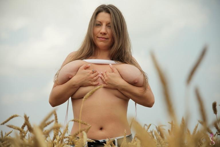 Samanta Lily Corn Fed Curves