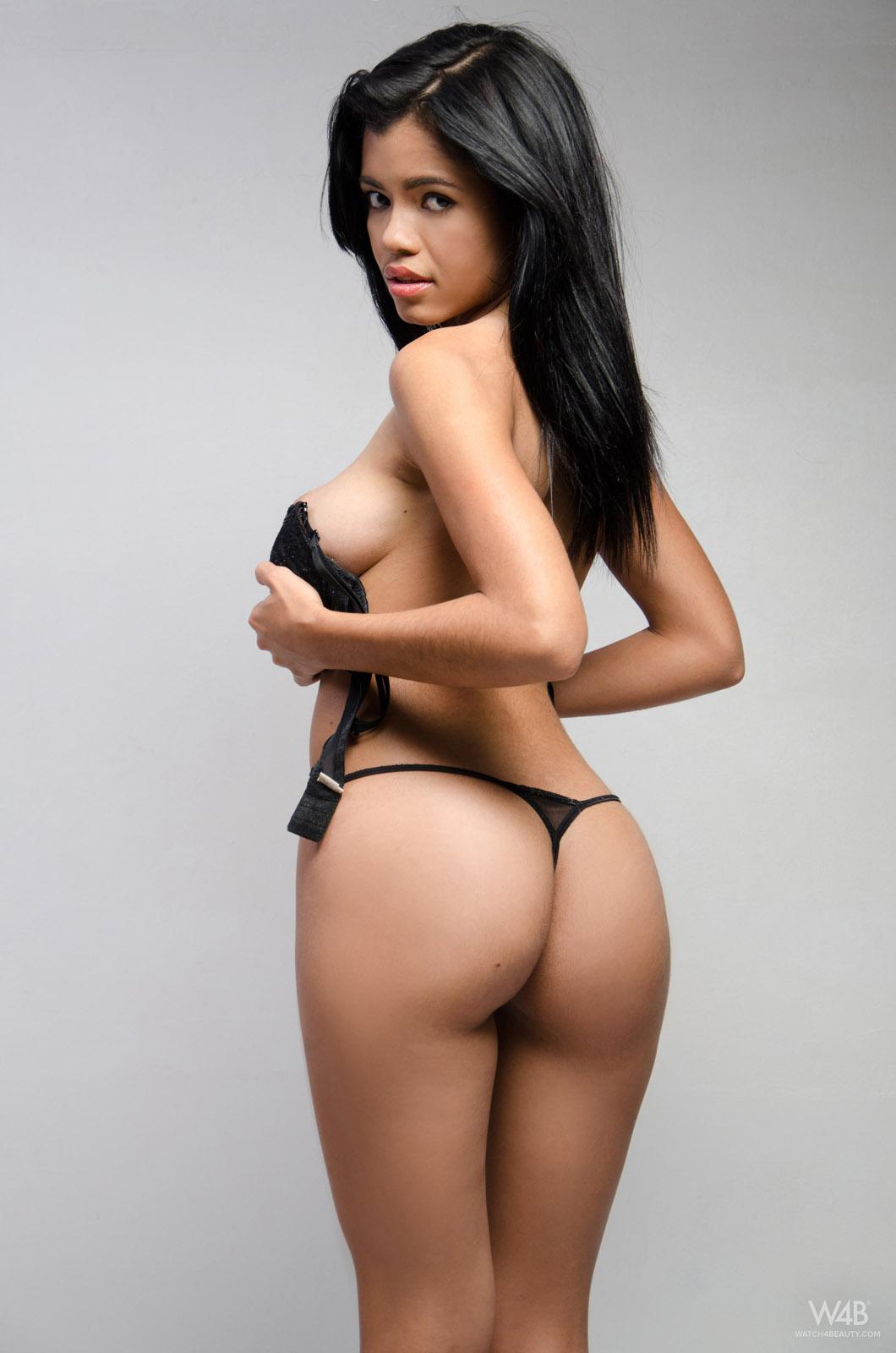 Naked and sexy colombian girl akito